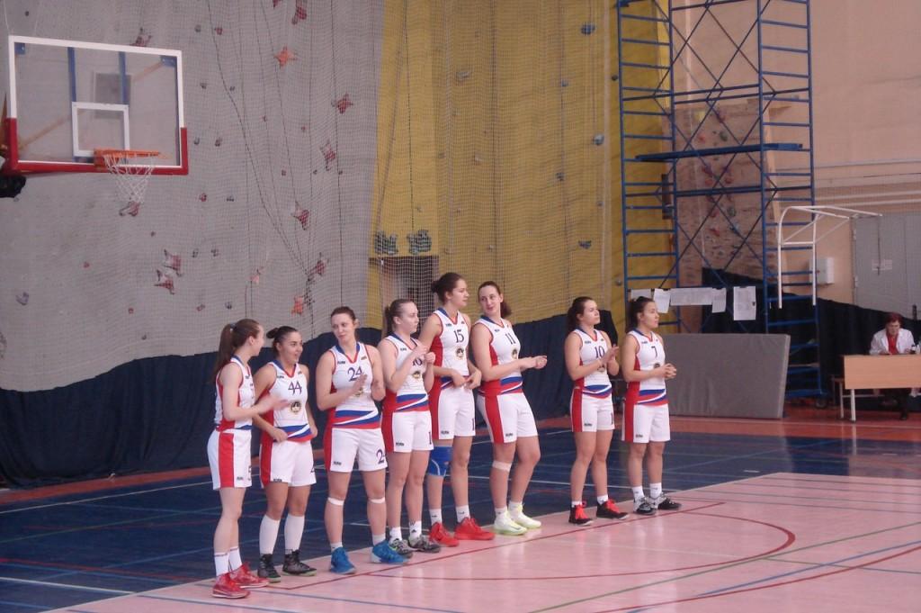 Игроки женского баскетбольного клуба Сургутского государственного университета