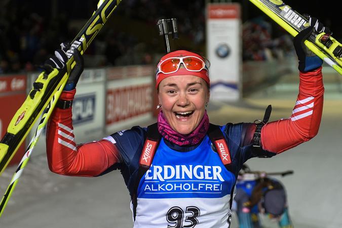 Екатерина Юрлова на финише чемпионата мира по биатлону 2015