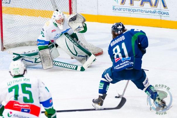 Егор Иванов хоккеист