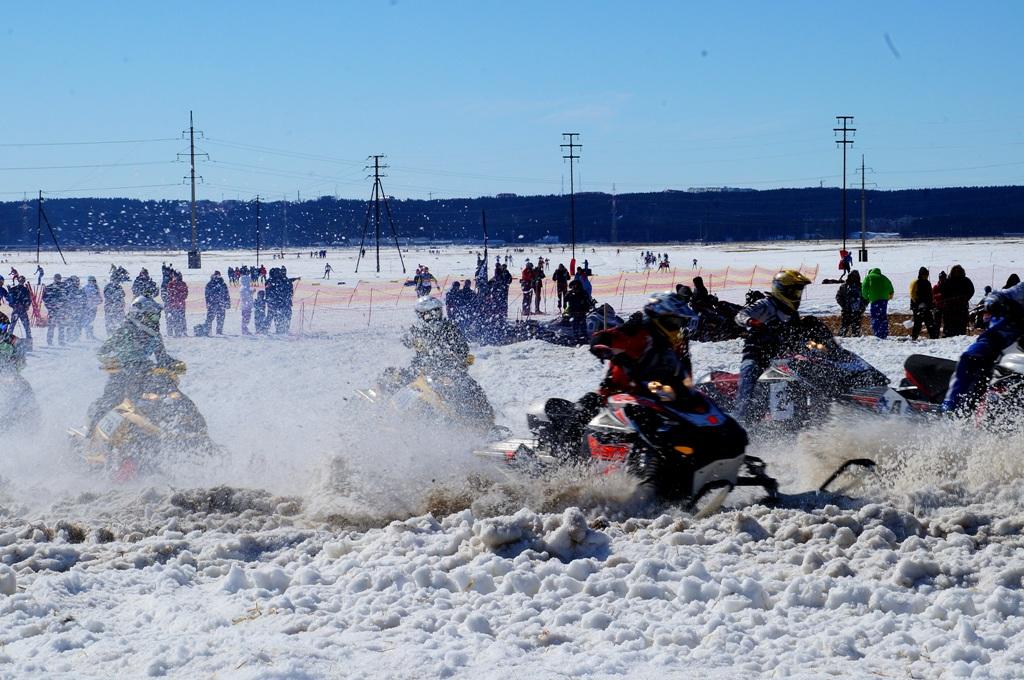 Снегоходные гонки