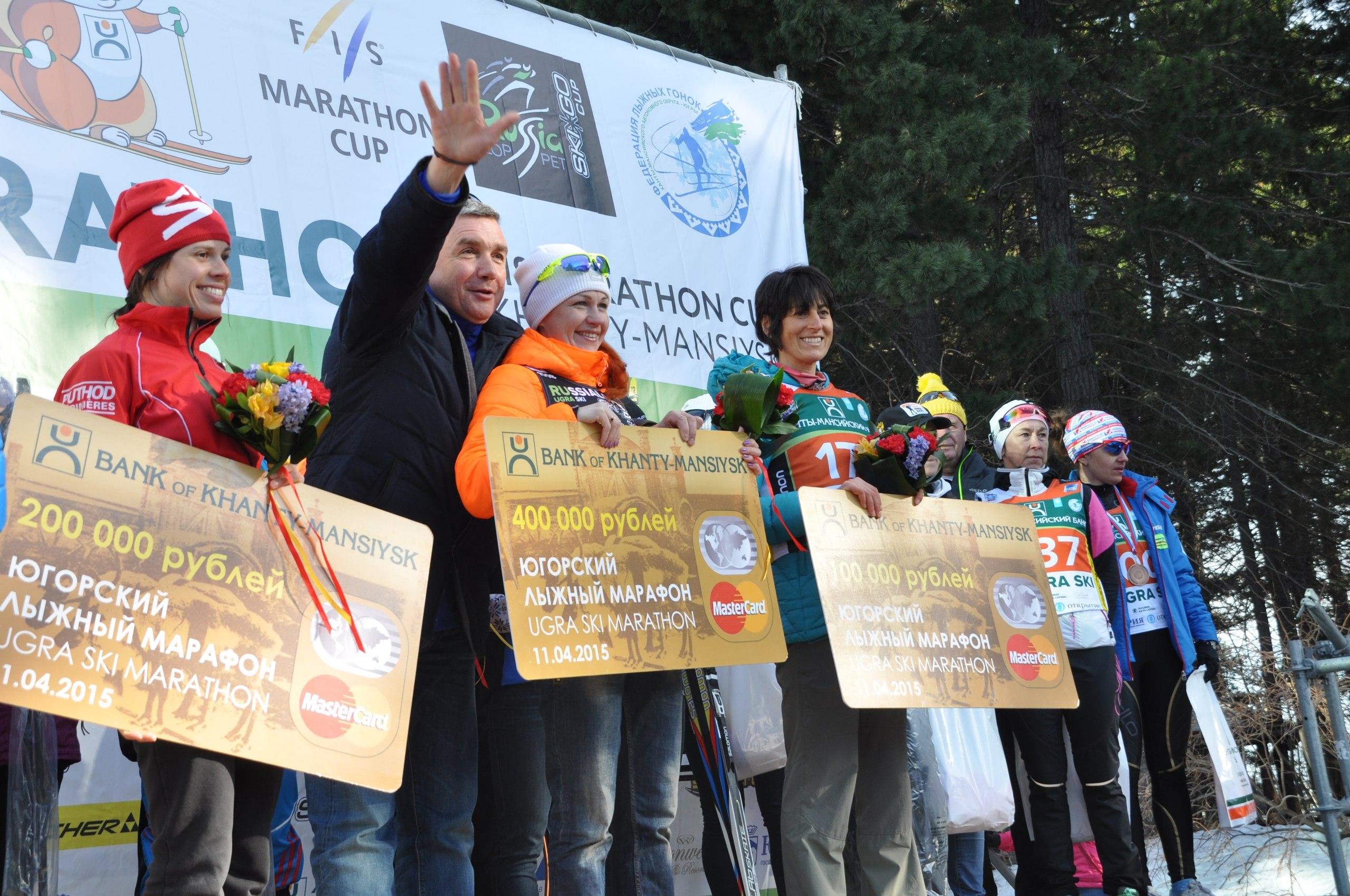 Награждение женщин Югорский лыжный марафон