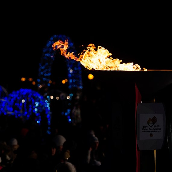 Сурдлимпийский огонь в факеле