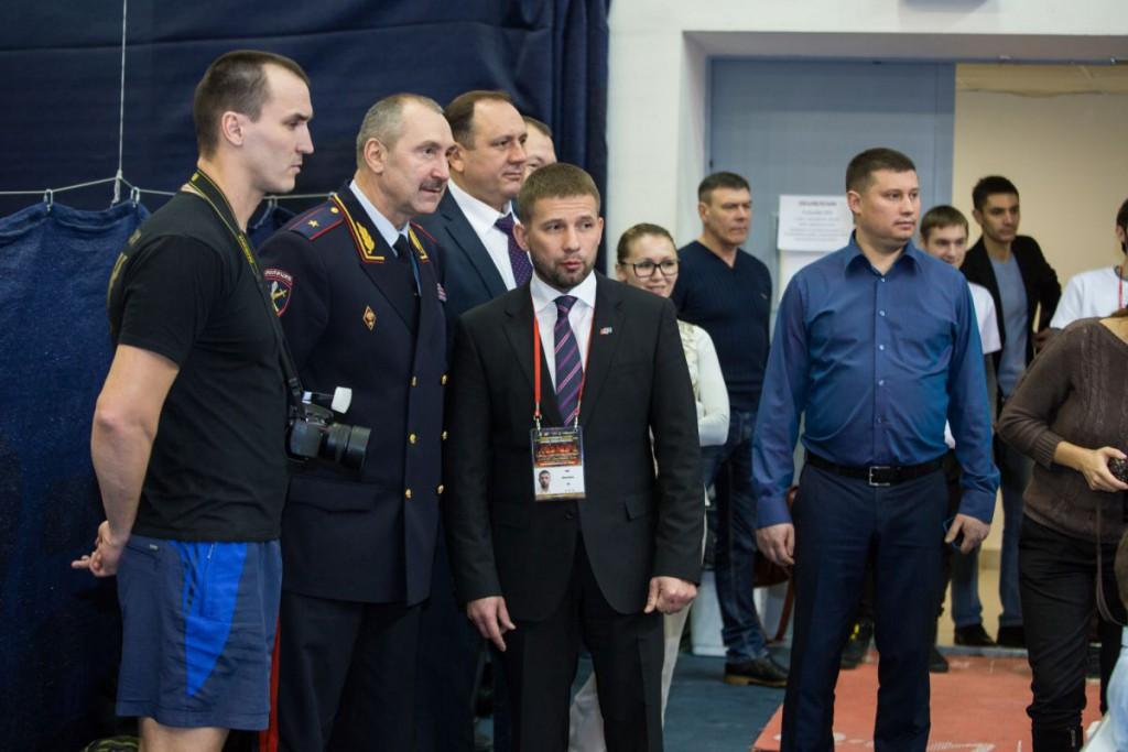 начальник МВД РФ по Югре Василий Романица, а также глава городской администрации Максим Ряшин