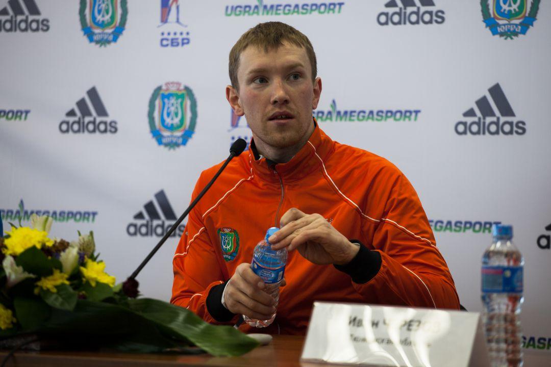 Алексей Волков дает интервью
