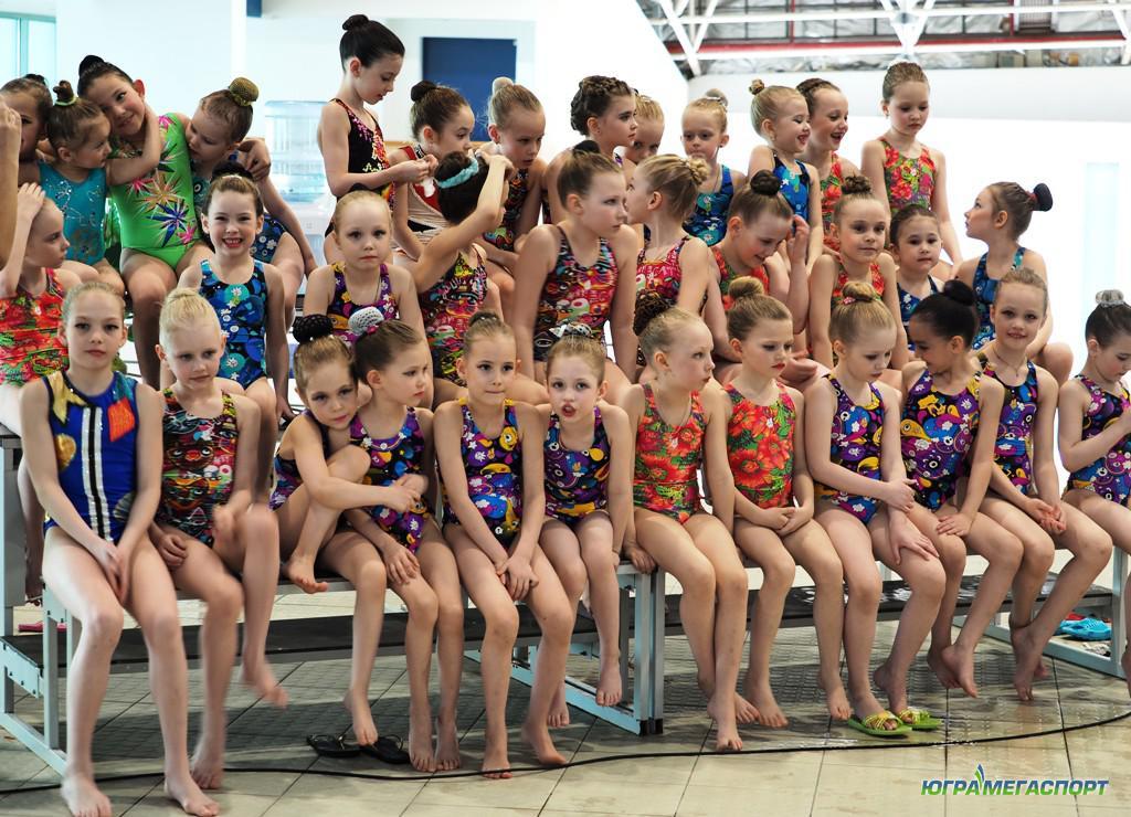 Дети в синхронном плавании