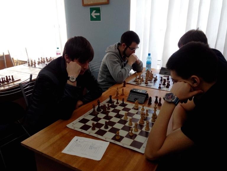 студенты-шахматисты в Сургуте