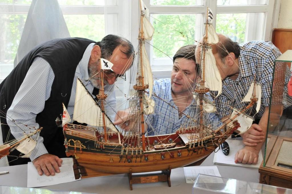 Модель парусника пиратов Карибского моря