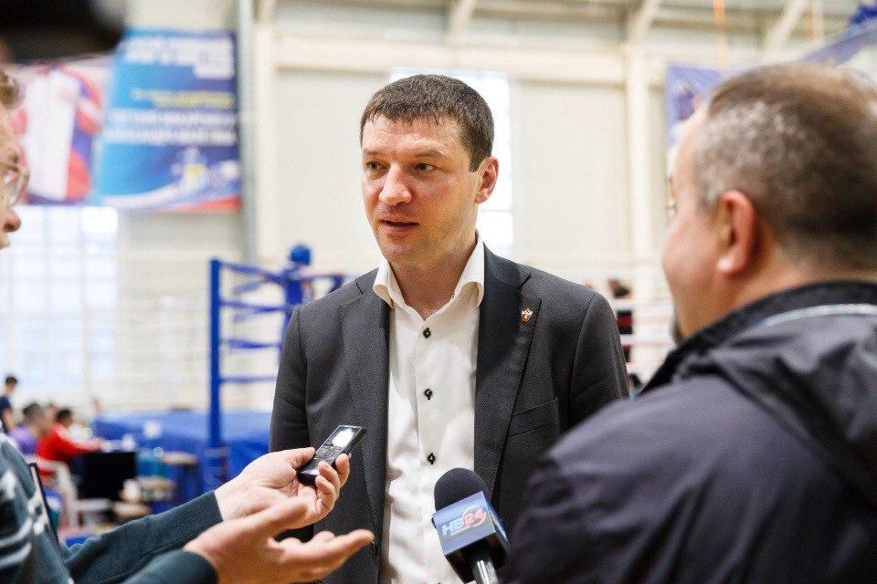 боксер Евгений Михайлович Макаренко на турнире в Нижневартовске