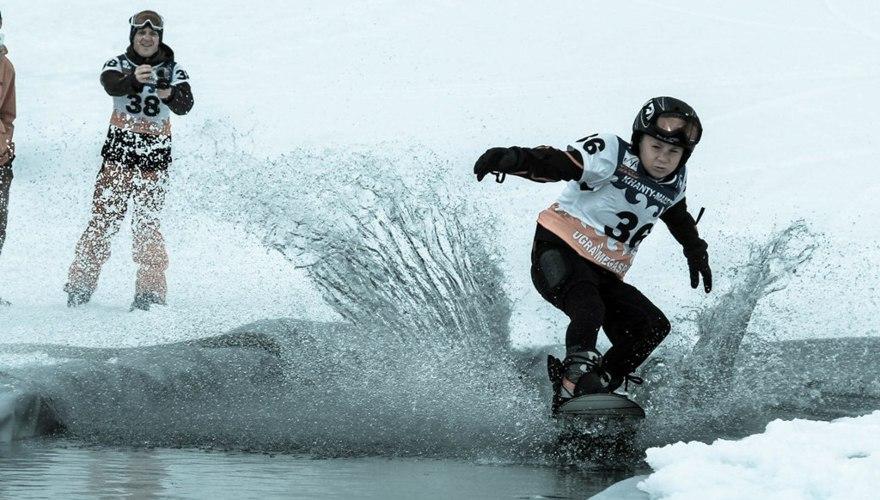 В бассейн на сноуборде