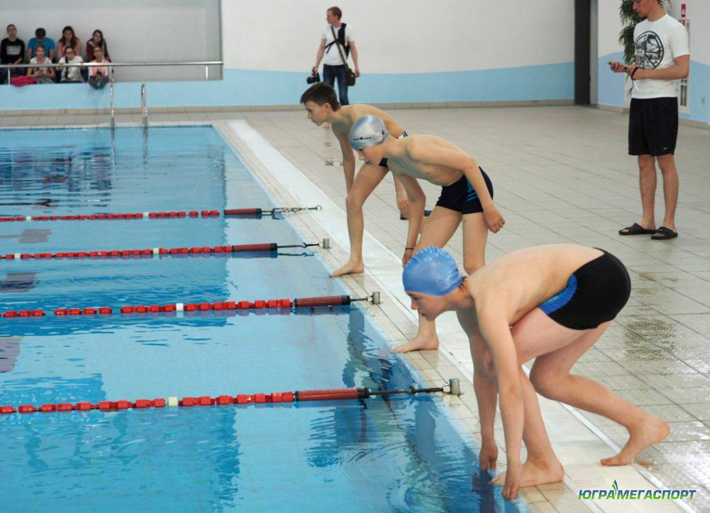 школьники в плавании