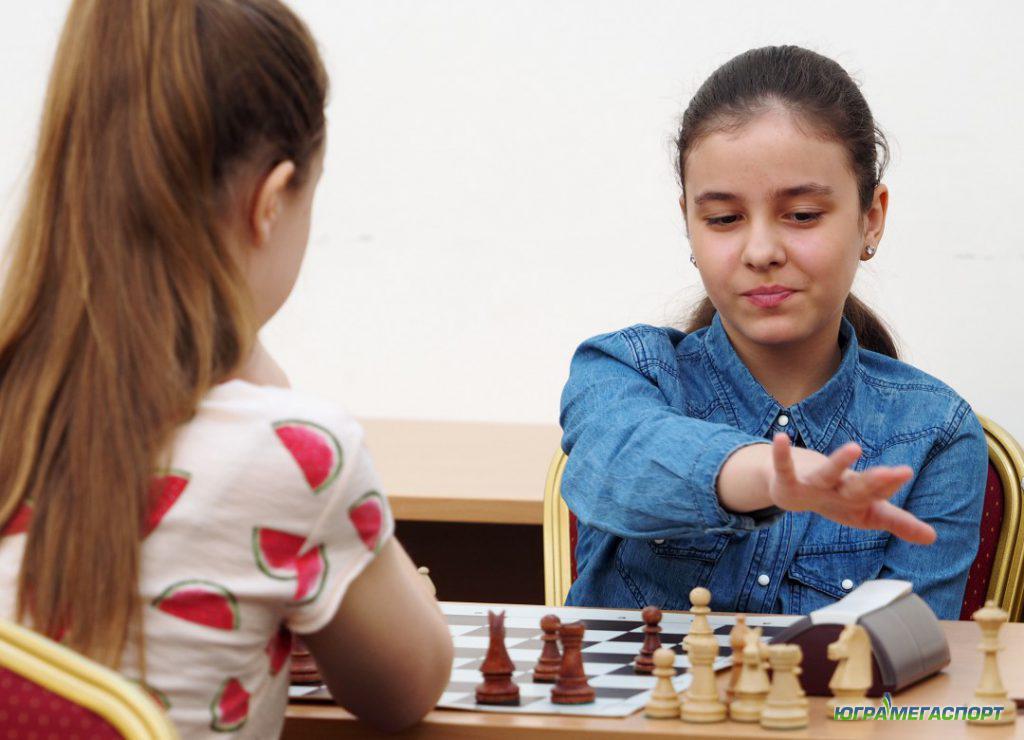 Школьницы шахматистки