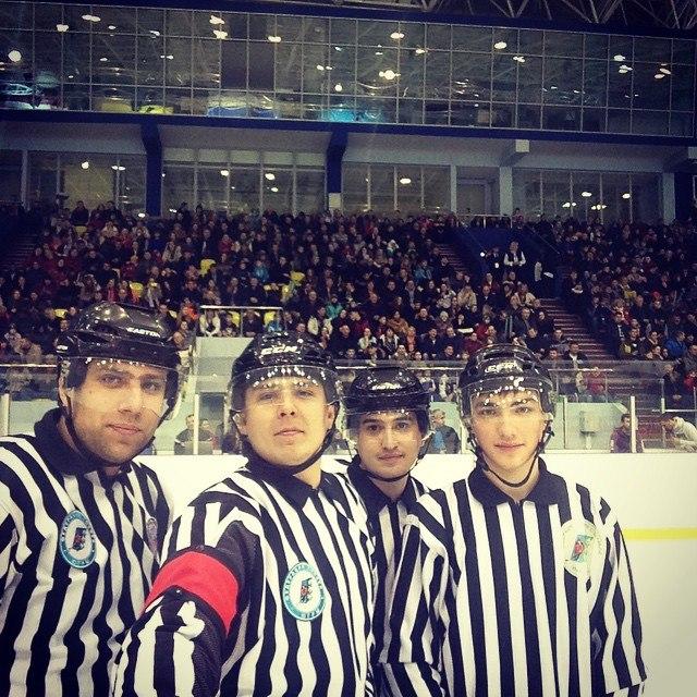 Хоккейные судьи селфи