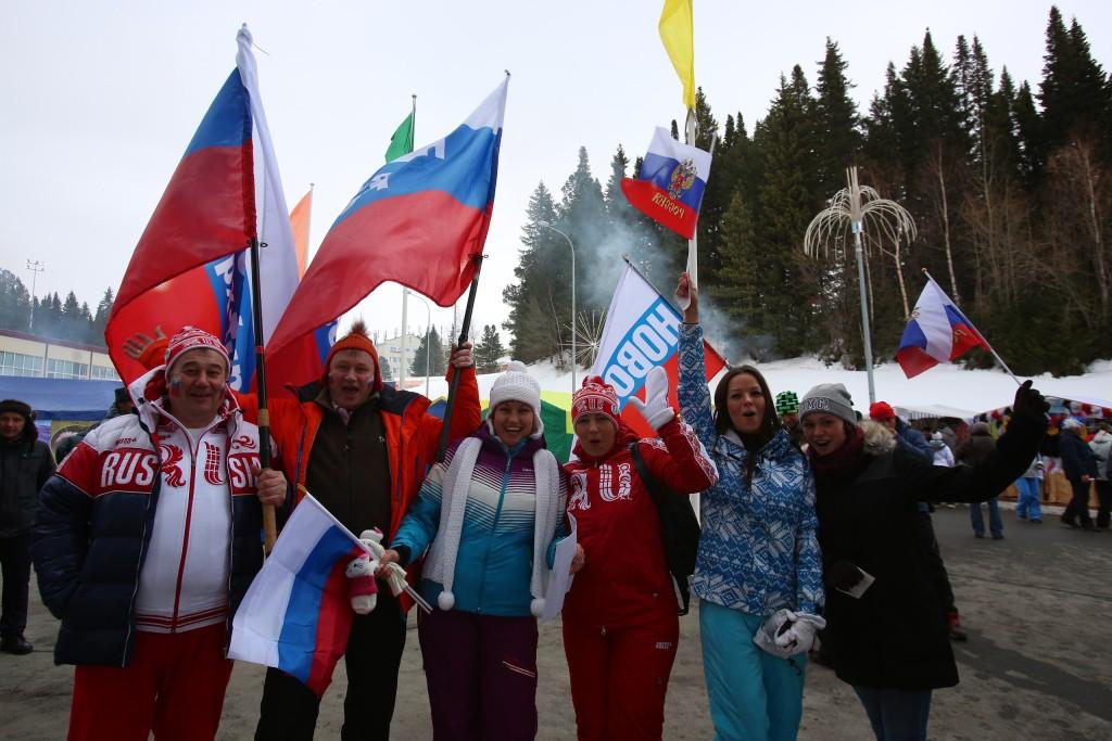 Биатлонные болельщики в Ханты-Мансийске ждут старта гонки