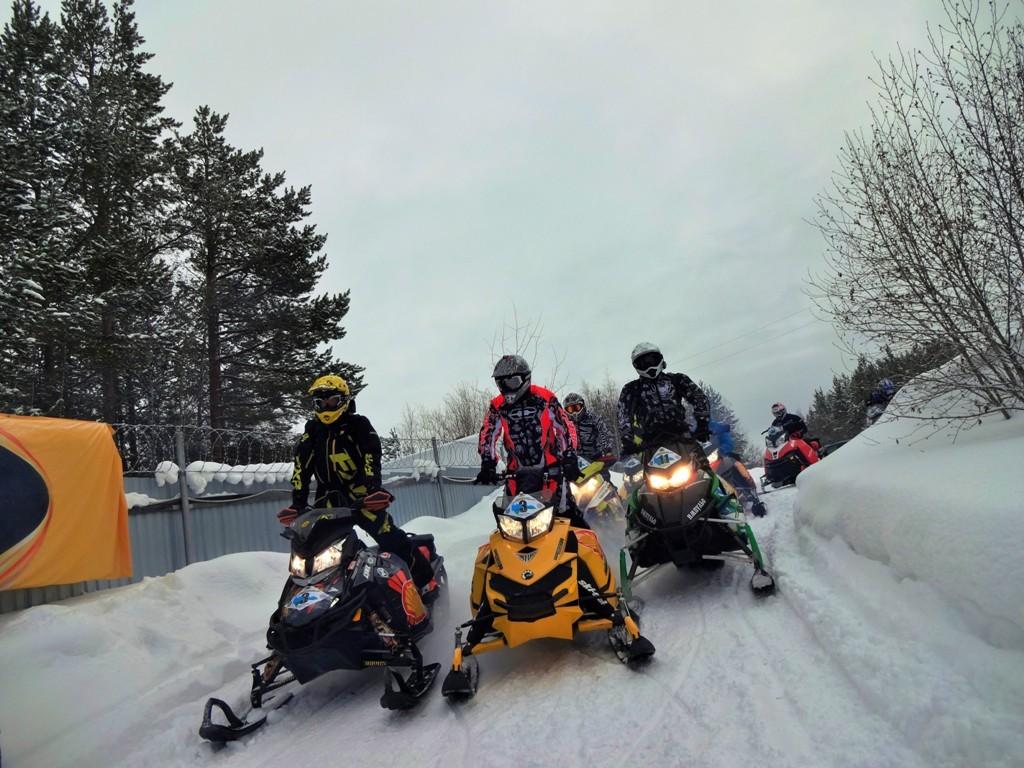 Гонки на снегоходах ХМАО Сургут Ханты-Мансийск трофи-ориентированию на снегоходах
