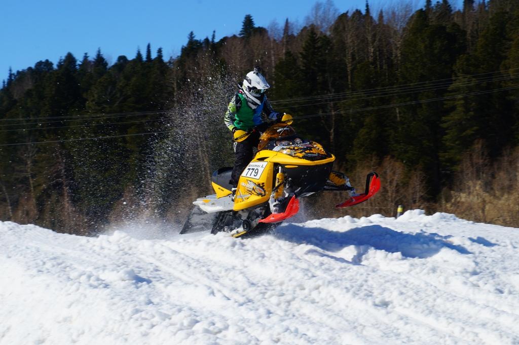 Мотокросс на снегу