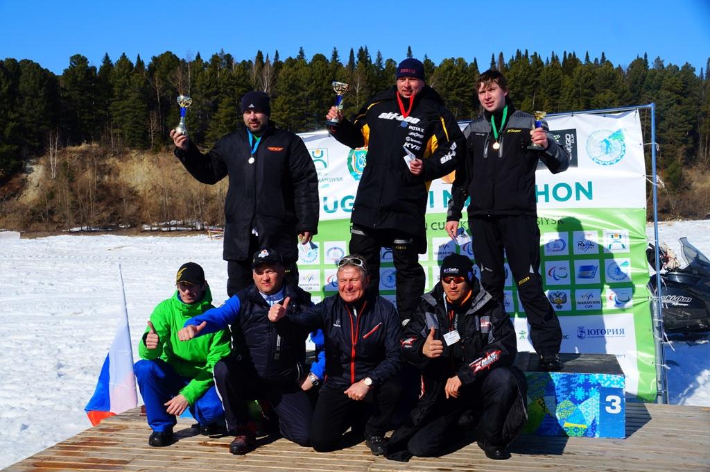 Участники турнира по снегоходному кроссу ХМАО-Югры