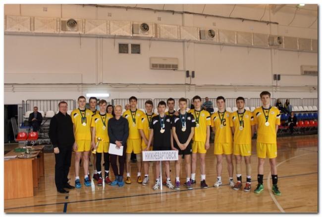 Юношеская команда Нижневартовска по волейболу