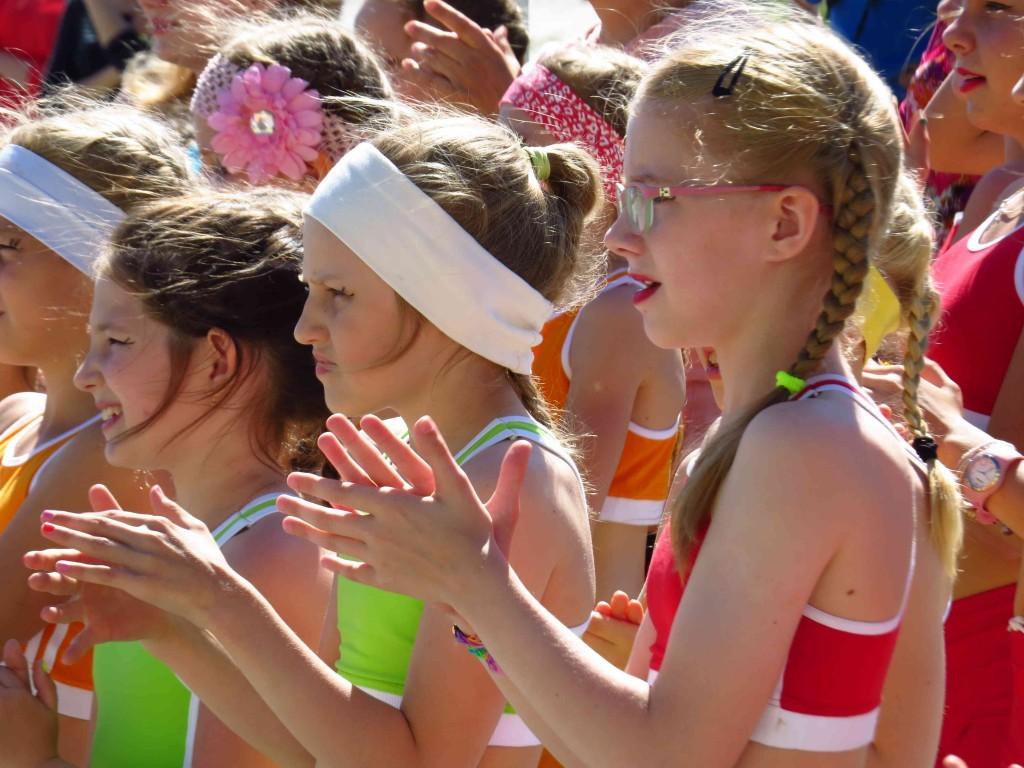 Всего на сцене дворца спорта выступило порядка сотни юных танцоров, в возрасте от четырех до 16 лет.