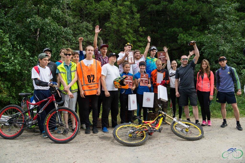 двухдневные соревнования по скоростному спуску на горных велосипедах