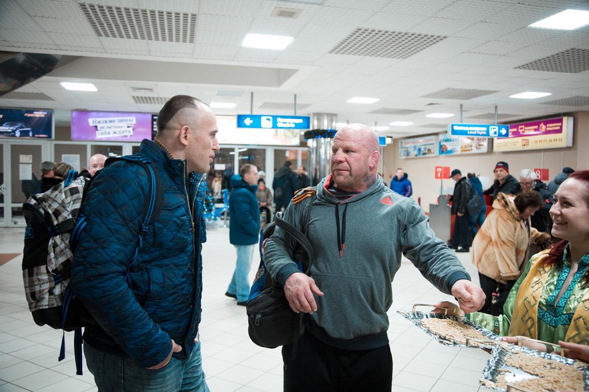 Джефф Монсона и чемпиона мира по версии «PRMMAF», «FFF», «ProFC», «IAFC» Алексея Олейника