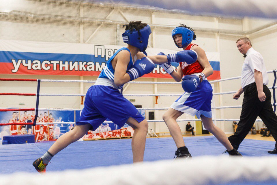 юные боксеры на турнире в Вартовске