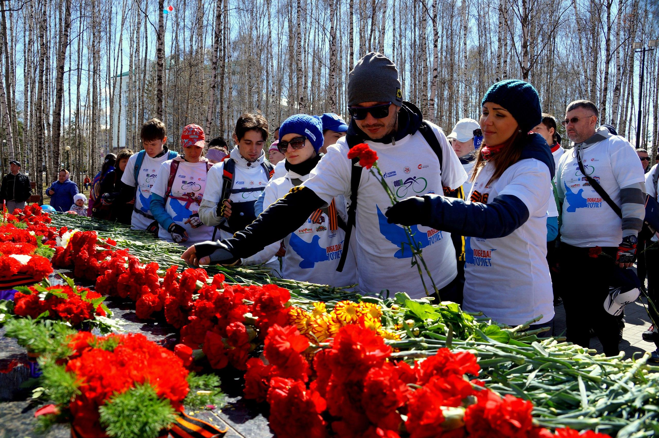 Возложение цветов 9 мая Ханты-Мансийск